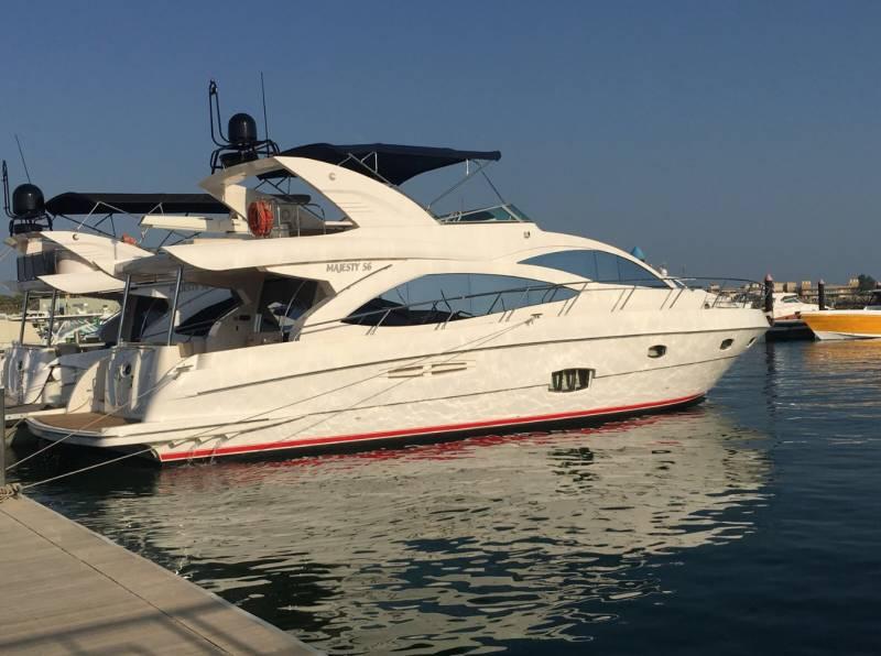 Yachts for Sale : Gulf Craft, Flybridge 63