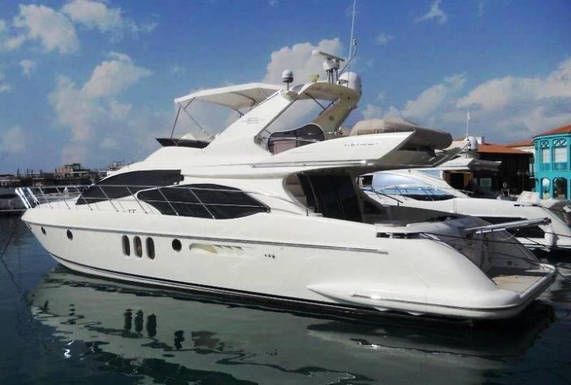 Yachts for Sale : Azimut, 62 / 2004