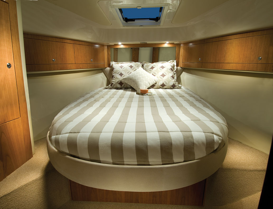 Riviera 3600 Sport Yacht IPS Master Cabin