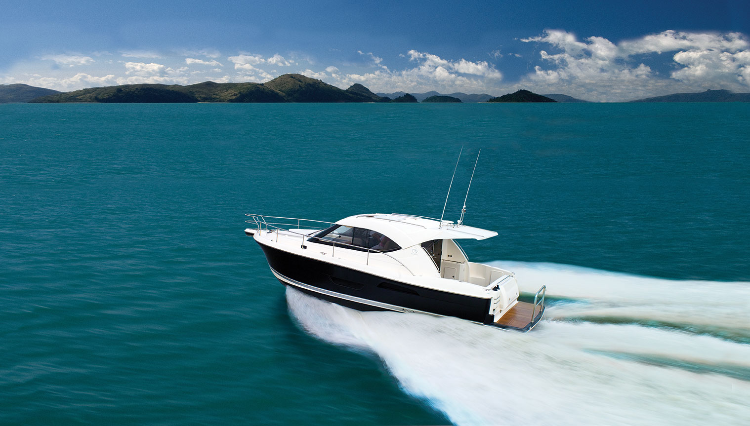 Riviera 3600 Sport Yacht IPS Running