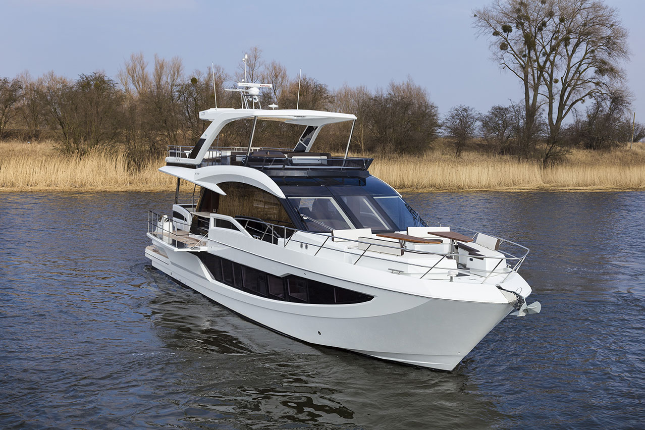 Galeon Yacht  64 Fly - Bow View