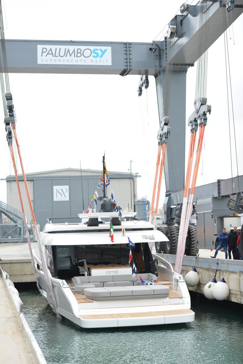 Isa Yachts 76