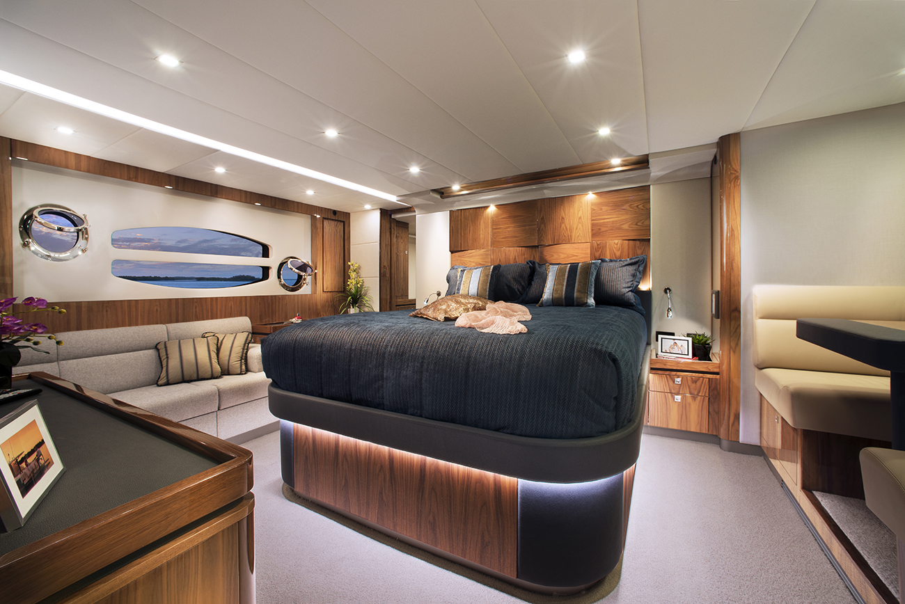 Riviera Yacht 6000 Sport Yacht Presidential Master Stateroom
