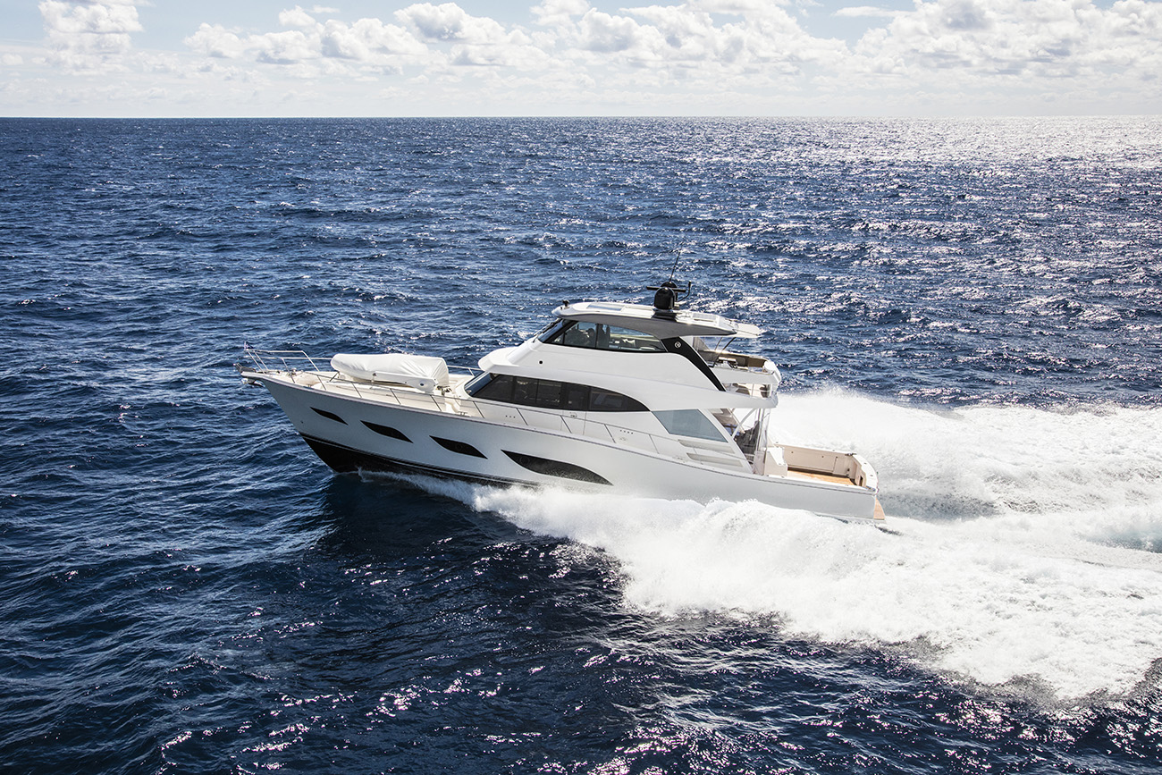 Riviera 72 Sports Motor Yacht Flybridge white hull