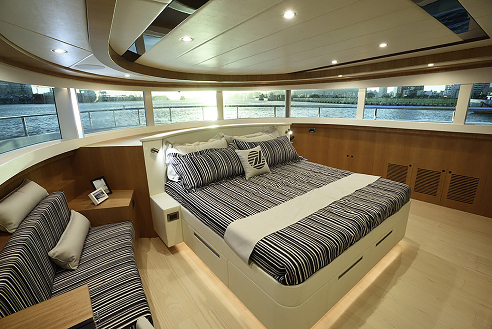 Johnson Yachts 93 Interior
