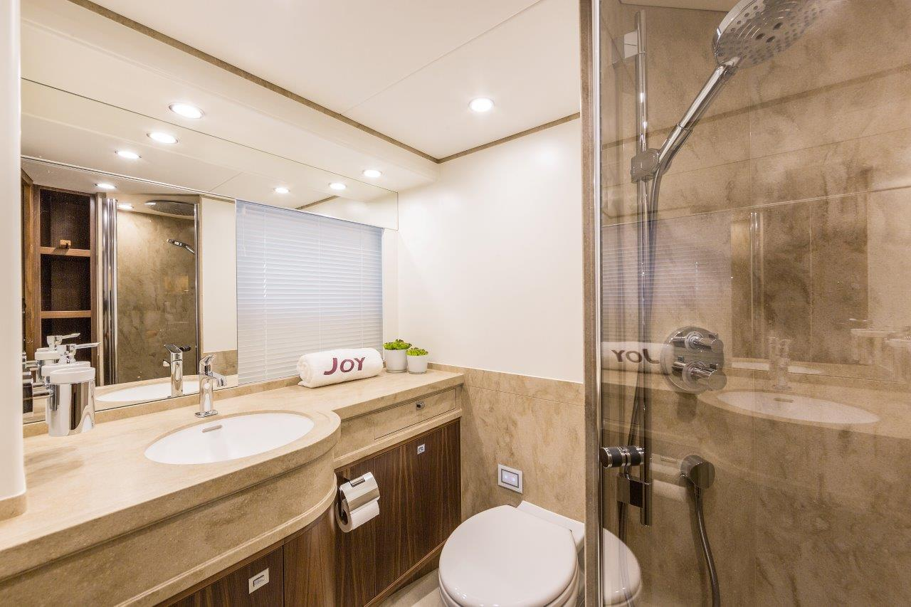Van Der Valk Yacht - Joy Guest Bathroom