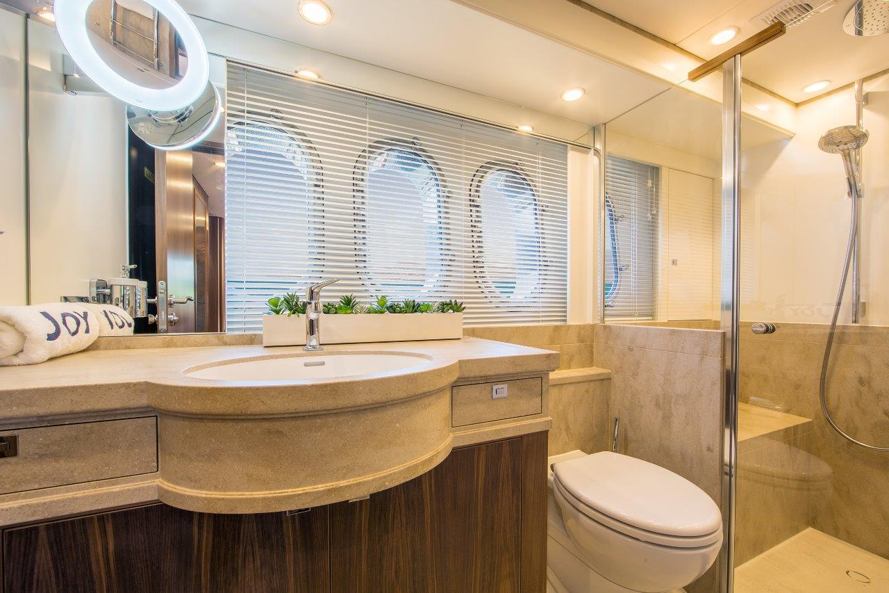 Van Der Valk Yacht - Joy Master Bathroom