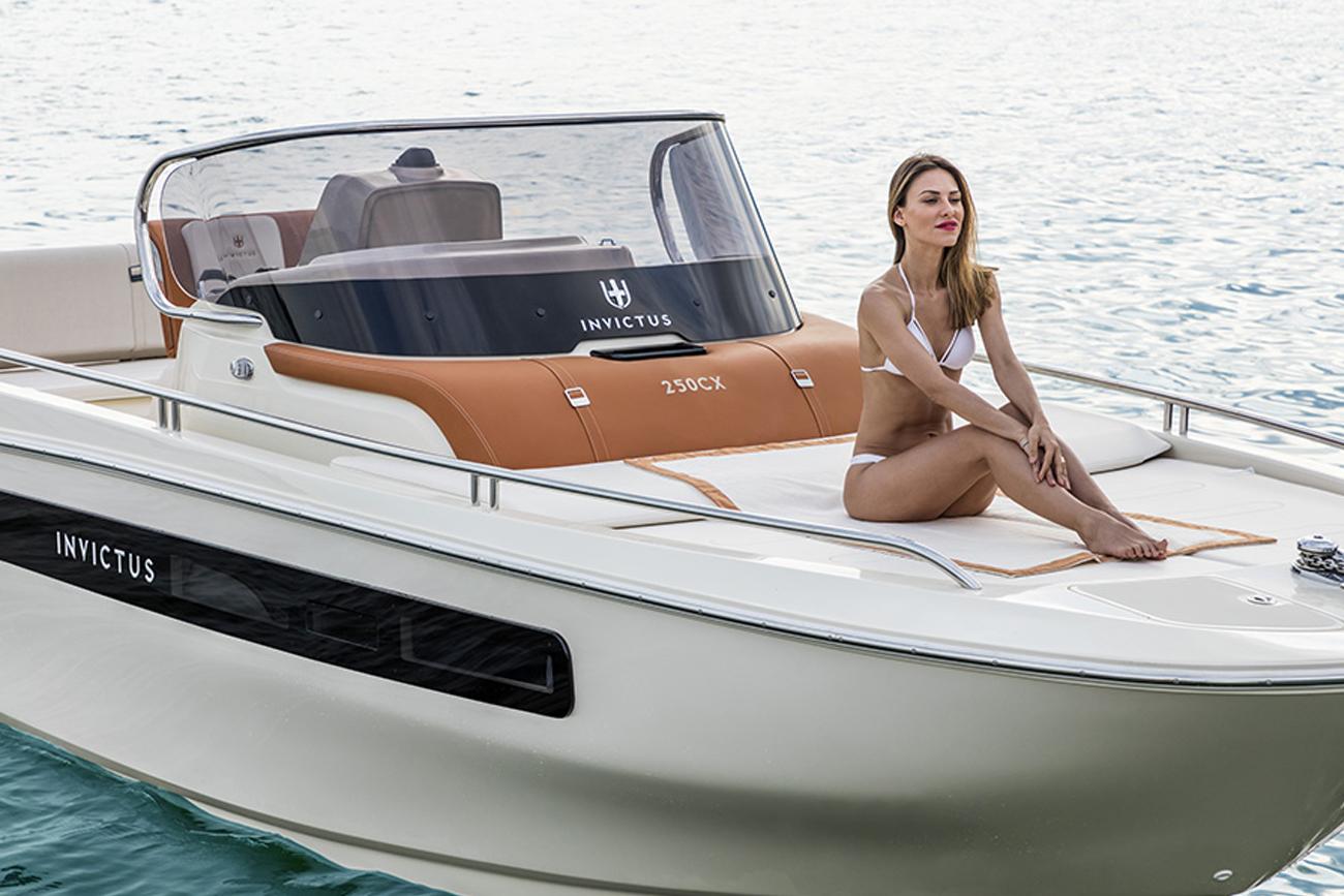 Invictus Boat CX250