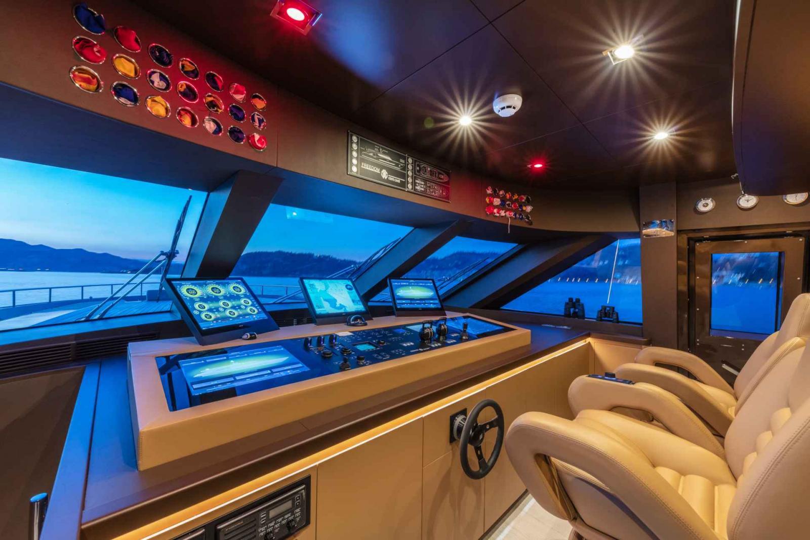 Megayacht Freedom 28M