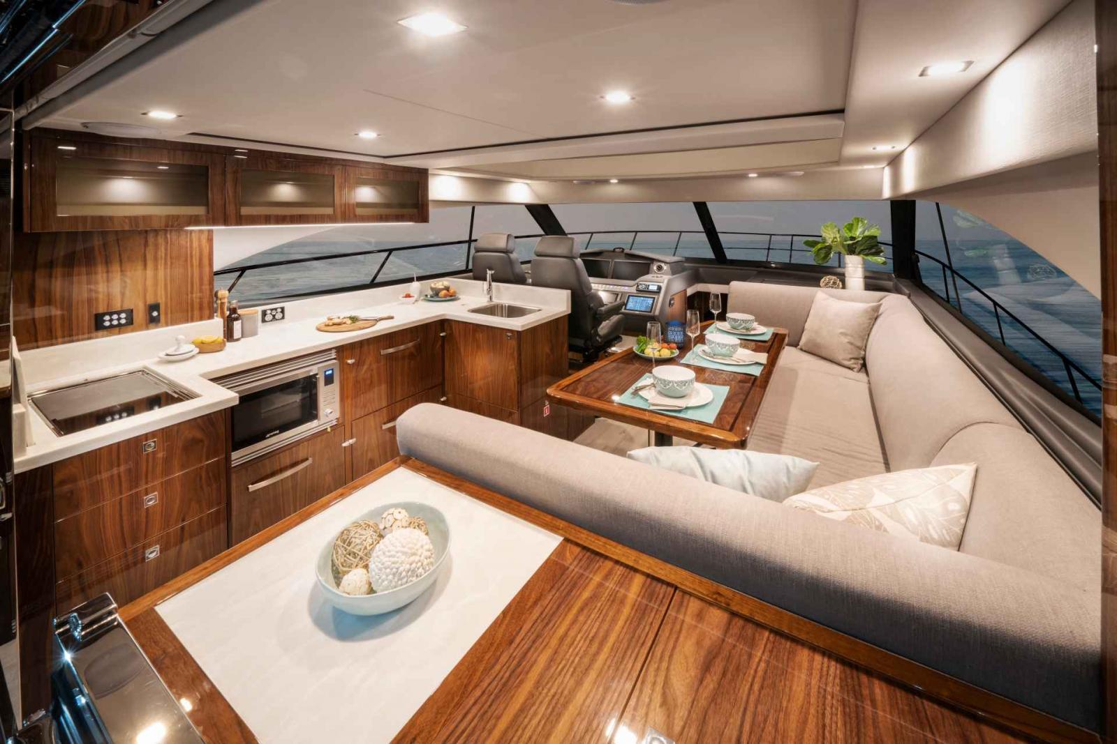 Riviera 4800 Sport Yacht Series II Platinum Edition Saloon