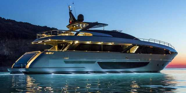 First Riva 100 Corsaro Yacht Delivered to Hong Kong - اليخوت الأخبار
