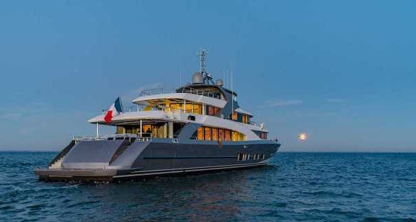 Couach Delivered the First 4400 Fast Fly Superyacht - اليخوت الأخبار