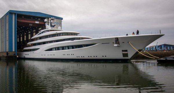 Feadship Superyacht Vertigo Launched - اليخوت الأخبار