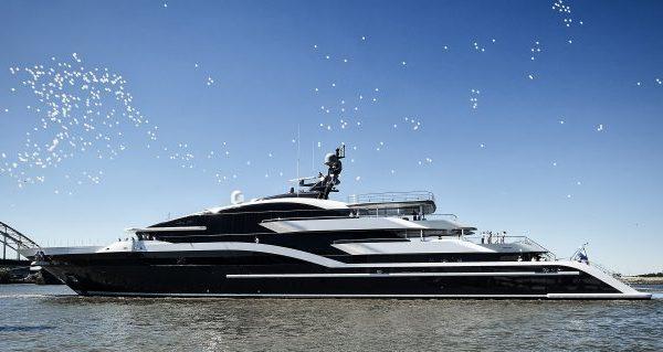مصنع القوارب اليوناني يكشف النقاب عن القارب الجديد أوميغا 45 - اليخوت الأخبار