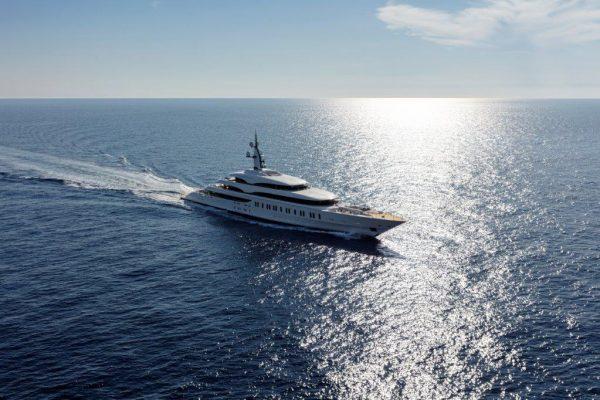 Benetti-Giga-yacht-FB275-superyachts-news-by-phoenician-boat