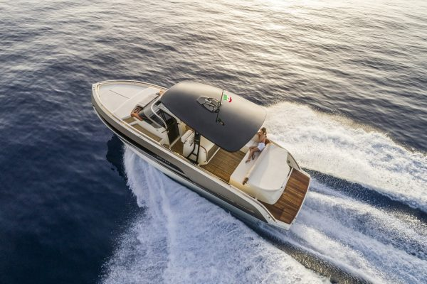 Double world debut for Invictus Yacht at 2019 Cannes Yachting Festival