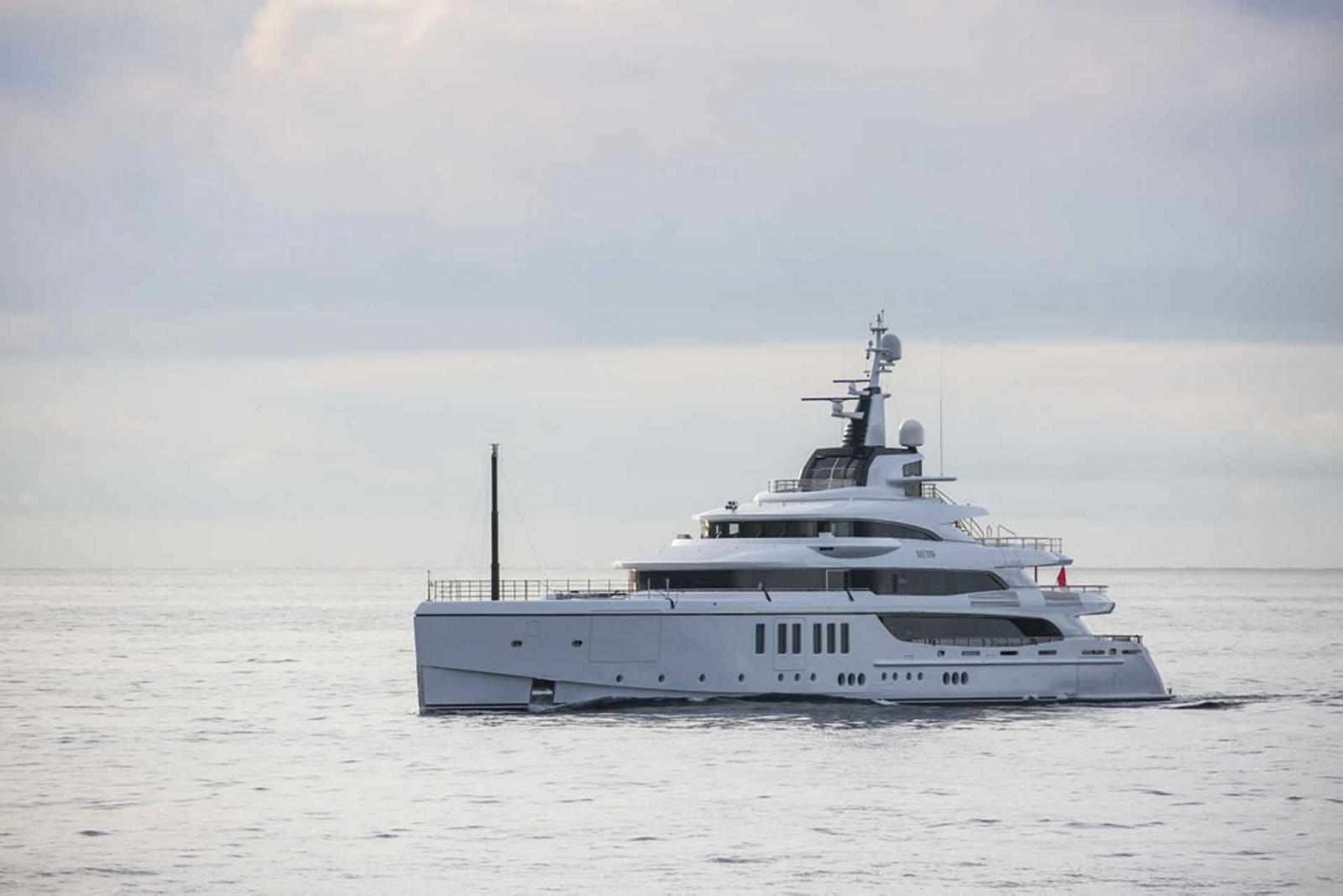 Benetti Mega Yacht Metis