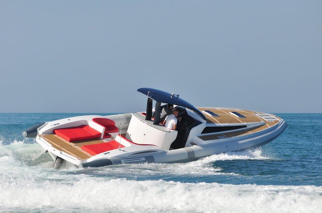 Phoenician Boat - Pirelli 1400 Cabin