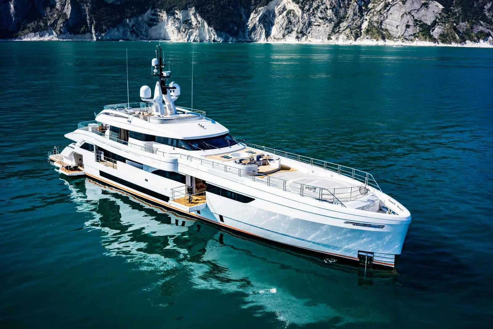 Wider yacht 165